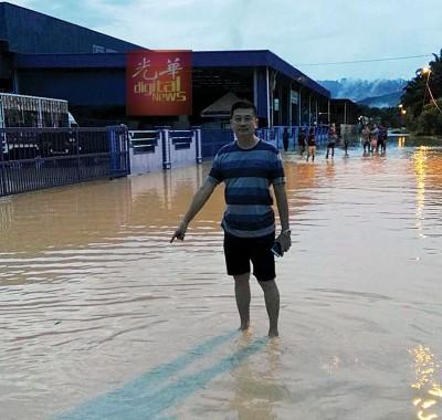 江连贤:双溪堡家私村首次遇上水灾,水位就高达4尺。