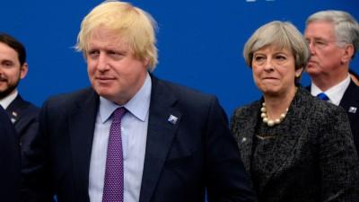 约翰逊(左)抢先于特丽莎梅(右)刊登脱欧愿景。
