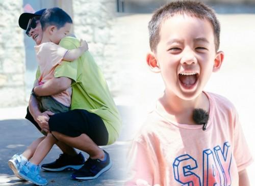 陈小春(右)儿子Jasper目前是《爸爸去哪儿》第5季人气招牌。