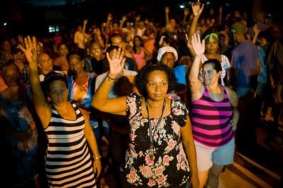 京城哈瓦那发生市民举手投票,提名地方代表大会代表。