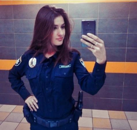乌克兰美女警。