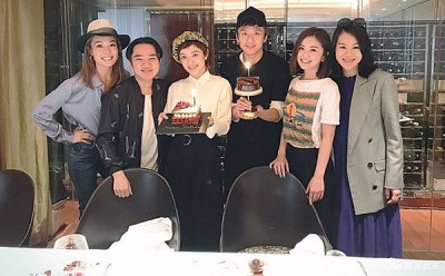 邓超夫妇(左三和四)赴港,圈中好友容祖儿(左起)、王祖蓝、蔡卓妍及胡杏儿帮忙补祝生日。