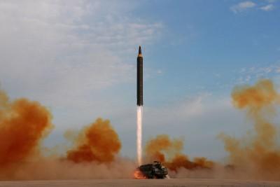 """朝鲜周五清晨再度发射""""火星-12型""""中程弹道导弹,是今年内的第15次。"""