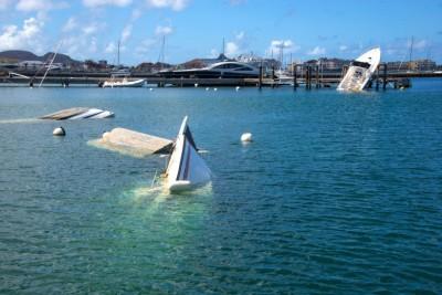 加勒比海法属马丁岛按留下飓风艾玛蹂躏的印痕。