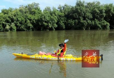 70岁的奥斯曼奥玛决心欲趁着迎庆第60届国庆日,划独木舟60天环绕西马半岛缔造马来西亚纪录大全。
