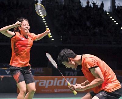 赖洁敏/吴顺发苦战3局,打败世界排名更高的陈健铭/赖沛君。