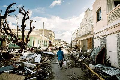 """法属圣马丁是其中一个受""""艾玛""""肆虐的重灾区,损失总值15.5亿美元(约65亿令吉)。(法新社照片)"""