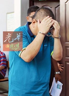 同家同样叫指控12起触犯伪造资料罪名的男被告,周三联合被带上法庭。