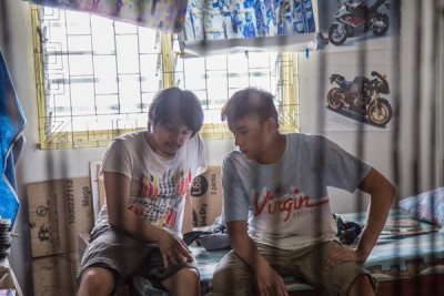 导演陈胜吉(左)同男主角陈泽耀。