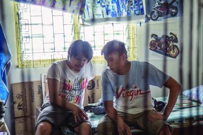 《分贝人生》导演陈胜吉(左)与男主角陈泽耀。
