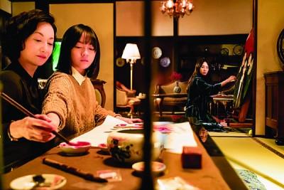 惠英红(左)与文淇在《血观音》表现可圈可点。