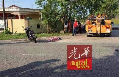 1名摩托车后座乘客从摩托车上坠落,头部重创当场不治。