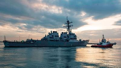 """美军最近出现的几起事故,包括""""麦凯恩""""号导弹驱逐舰与油槽船Alnic MC相撞。"""