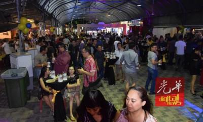 2017同欢共庆啤酒节晚会如期在汽车城举行。
