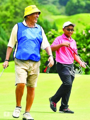 这10年来的高尔夫球生涯中,对他启发最多的就是其中一名教练,Rity Soon。(受访者提供)