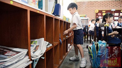 汉民小学设学生个人橱柜格子,储放厚重的课本及作业簿,书包瘦身计划见效,减轻了学生们的书包过重压力。