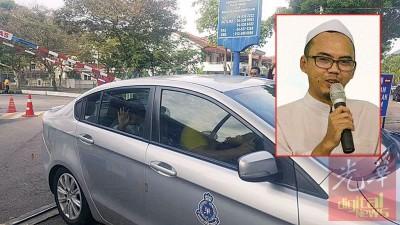 坐在警车内的旺吉(小图)向在威中警察总部外守候的支持者挥手。