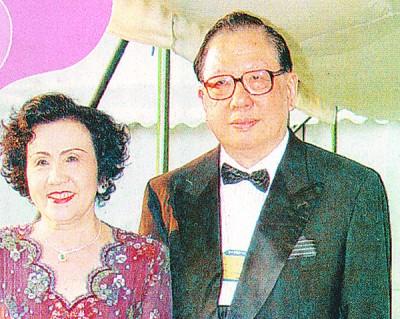 丹斯里杨忠礼与遗孀潘斯里陈开蓉为早年同学。