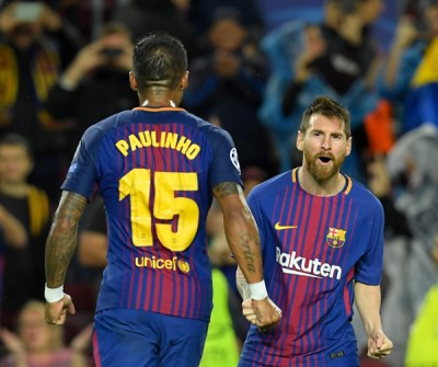 梅西(右)轰入一记刁钻任意球。