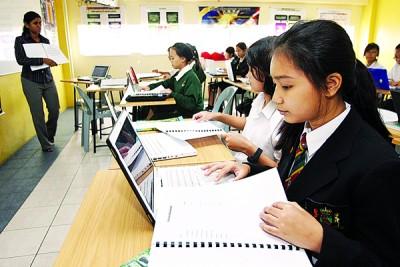 教育是强国富民的基础,政府为有效增加人民的收入,将先着重于教育与培训领域的发展。(档案照)