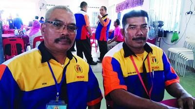 尼占韩萨促请国内各地保安员踊跃加入壮大力量,左为全国理事奥达。
