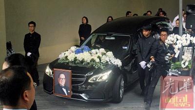 著名企业家杨忠礼周日举殡。