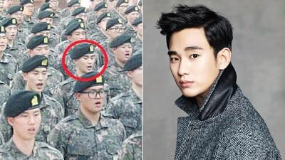 入伍一周的金秀贤正接受新兵训练,他与同期新兵的团体照亦首度曝光。