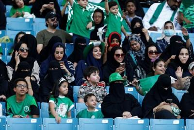 上月沙地首度准许女性进入利雅得的体育馆,到国庆盛会。