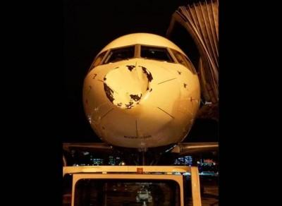 NBA球队班机遭「神秘撞凹」照片曝光超惊人!(图片/翻摄自Steven Adams推特)