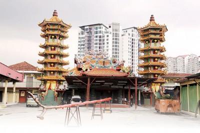 安邦南天宫搭起的户外台,为九皇爷千秋宝诞庆典的焦点之一。