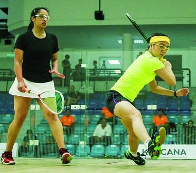 黄嘉恩(右)直落3局战胜对手玛雅儿。