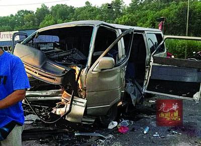 一名20岁伤者因头部重创,抢救4天后不治。该宗车祸至今已造成3人死亡。(档案照)