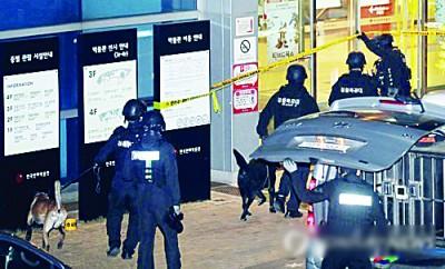 """大批警方在""""富川国际动画影展""""现场搜查。"""