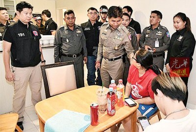 泰国警方救出受困的少女。