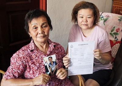 其外婆纪亚燕(左)与母亲叶慧容(右)召开记者会,冀通过社会人士协助寻人。