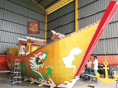 """全马独一无二的34尺2寸长""""金皇船""""已完成90%。"""