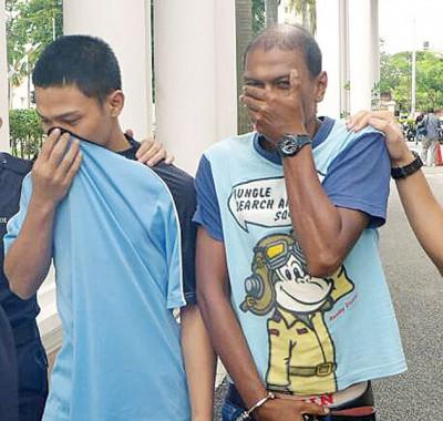 两名被告莫哈末拉兹曼与莫哈末伊尤里被押往法庭,面控谋杀死罪。
