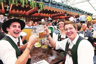 德国啤酒节在全世界都风行,主要是宣传德国习俗美食及啤酒文化。(档案照)