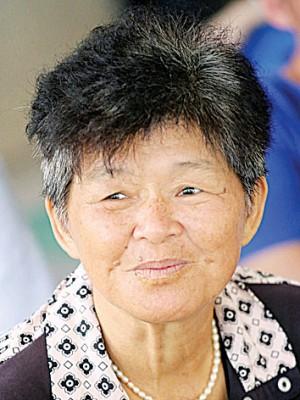张秀莲(61岁)虽在车祸发生后心有余悸,但是答应了工作还会继续前往割沙葛花。