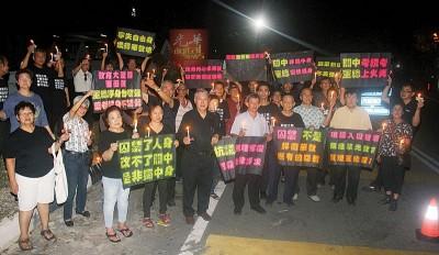 邹寿汉(前排左5)带领一众人于加影监狱外声援叶新田。