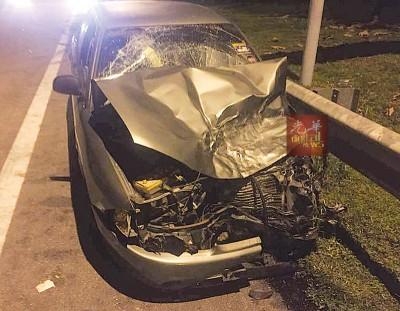 肇祸司机的普腾英雄车头事发后毁不成形。