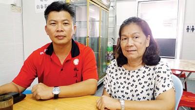 林连玉基金霹雳州联委会总务黄志伟与姚云英在记者会上。