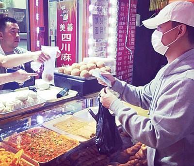 Gary过中秋节吃四川菜。
