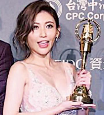 恺乐以《娱乐百分百》拿下本届金钟奖综艺节目主持人奖。