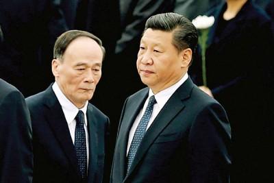 """王岐山(左)除反腐『打虎』助习近平(右)在去年10月取得""""习核心""""外,他也曾多次破惯例,从程序上力挺『习核心』。"""