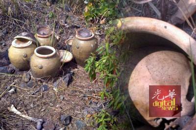 在4个骨瓮旁也有发现人骨,今日全部已送往化验。