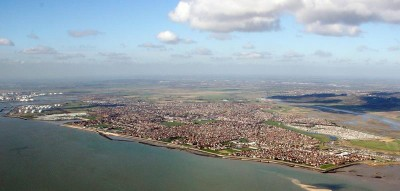 位于泰晤士河河口的坎维岛居民仅4万人,只靠2条路和英国大陆相接。近来受加泰隆尼亚独立运动启发,坎维岛独立党也计画脱离英国独立。