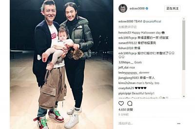 陈冠希秀出了和妻子与女儿的合照。