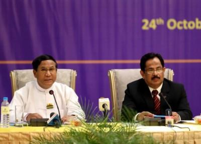 缅甸代表(左)及孟加拉代表(右)达成并共识。
