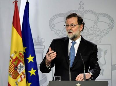 西班牙首相拉霍伊宣布,将普伊格登莫尼特等自治区政府主要官员撤职,由中央接管地区行政并解散加泰隆尼亚议会。(法新社照片)